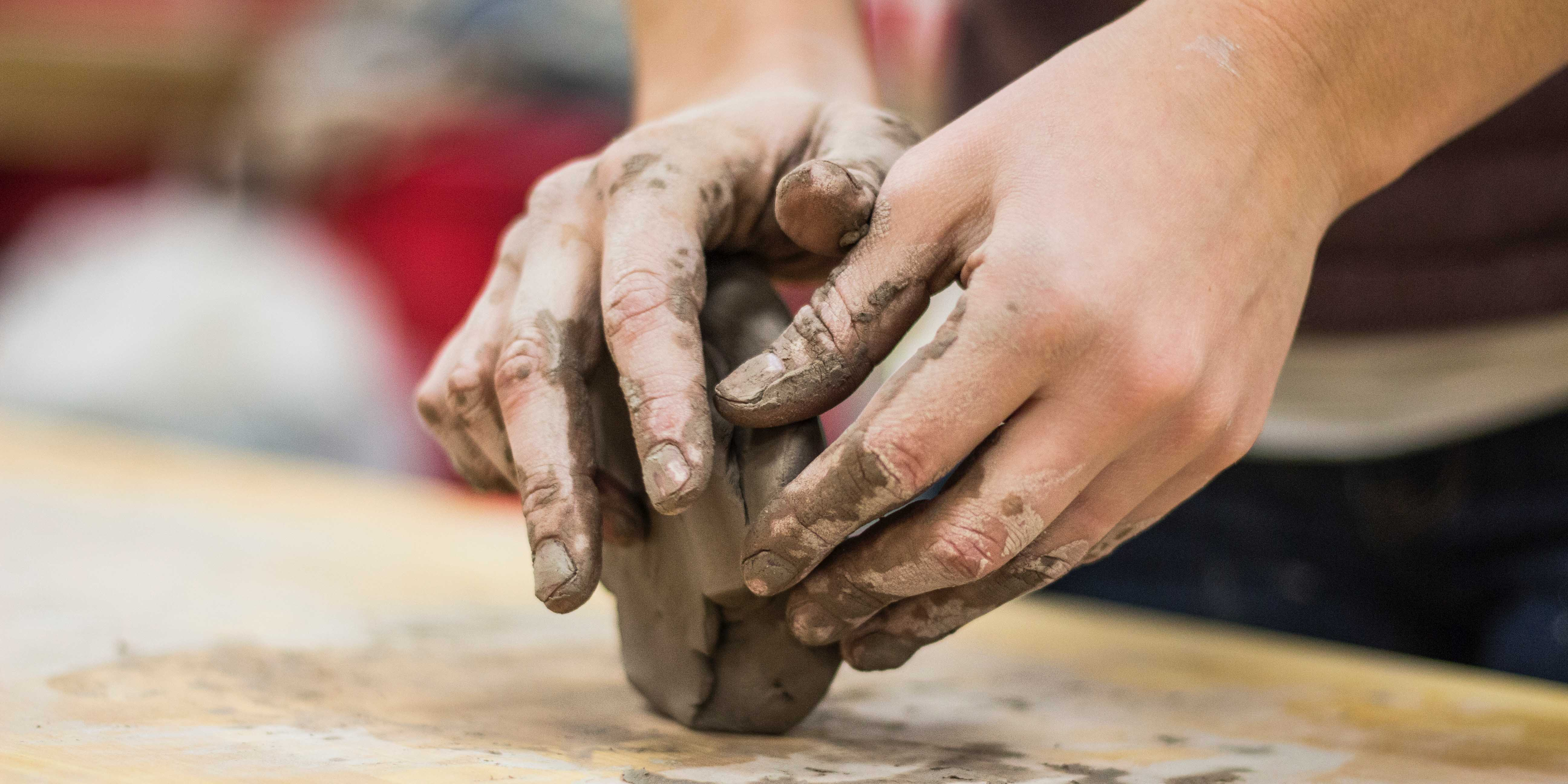 Välkommen att testa olika tekniker som tumma, ringla, skulptera och kavla.