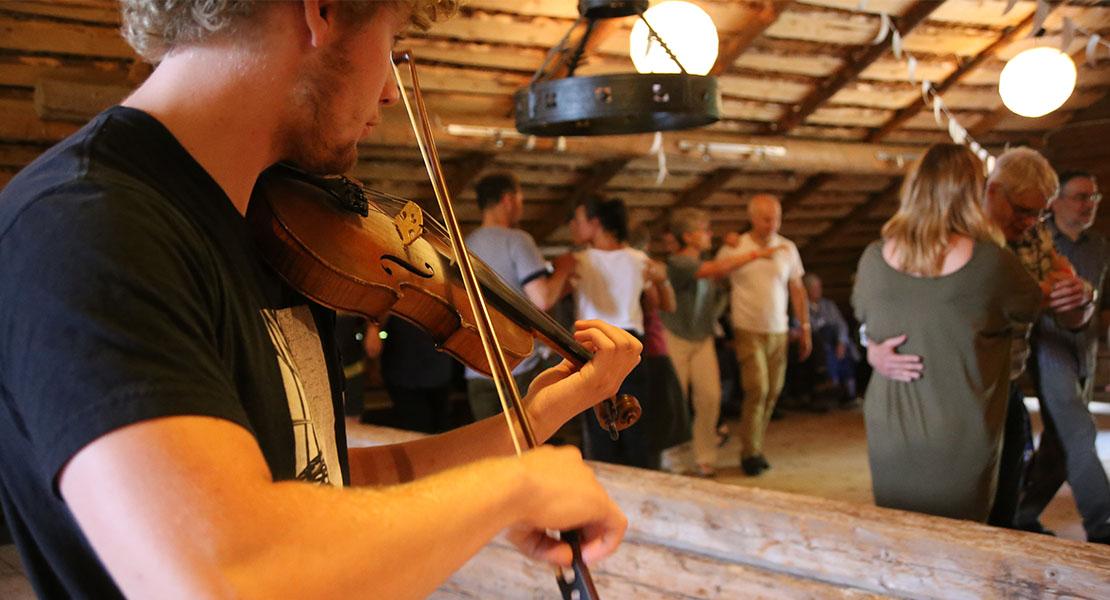 Folkmusik och danskväll med Järvsö folksdanslag