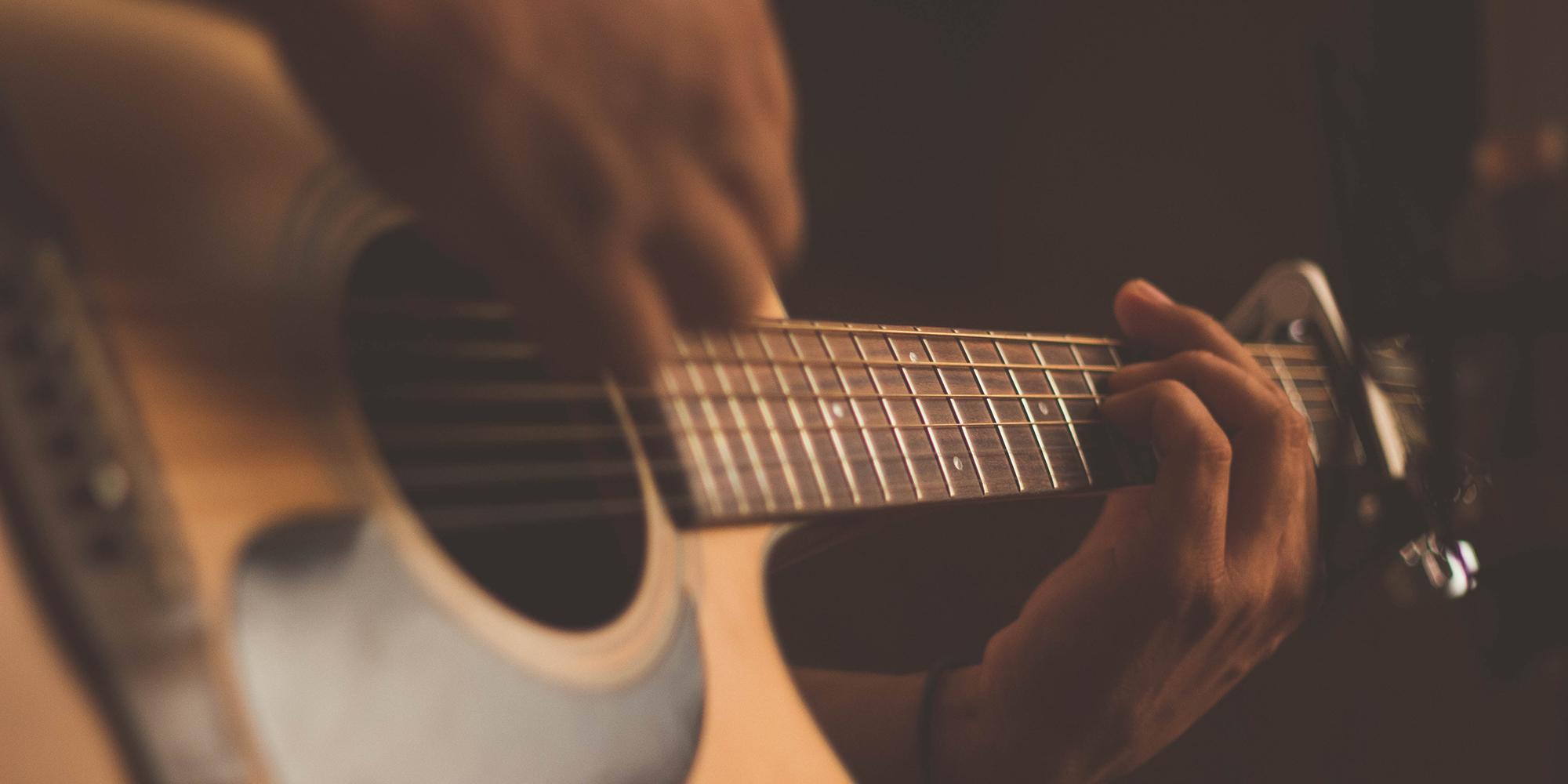 Gitarrkurs med #killmiddag för nyanlända