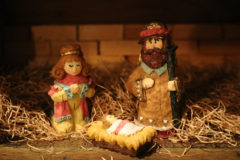 De lade honom i en krubba – Utställning av julkrubbor från hela världen
